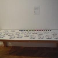 tafel-met-koptelefoons-en-mp3